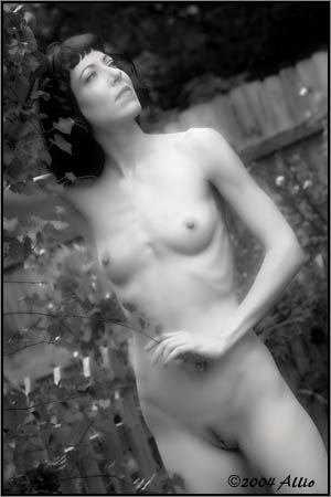 excelation Allio black-and-white photograph of natural figure nude photomodel Oni Severane