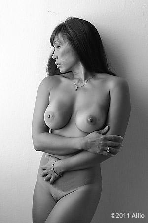 corretto Allio proper nude of Viki Mae timeless nude grandmother in natural light
