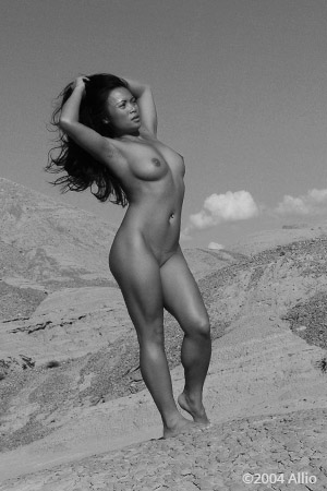 autonomia Allio originale arte fotografia di Mya Luanna attrice nuda professionale vivere nuda allaria aperta