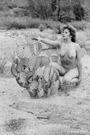 affiggere figura nuda in natura Allio originale arte fotografia di Laura Nava fotomodella di vita nuda