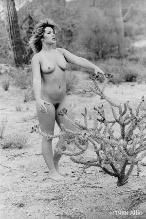 esternare figura nuda in natura Allio originale arte fotografia di Laura Nava fotomodella di vita nuda