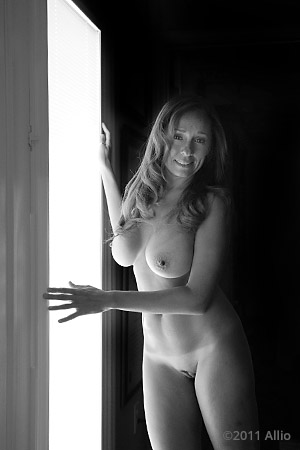 edificare Allio original image of photomodel Ava Senese nude muse in natural light self-confirmation