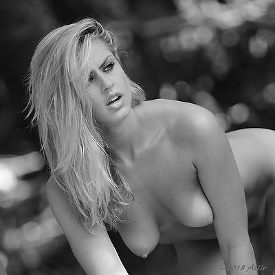 Allio fecondita bionda ritratta original black-and-white photographic artwork of Faith Eikos topfree life model and nude muse in natural lighting
