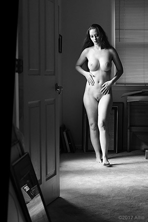 porta alperta 902 Allio originale arte fotografia di Serenity Dalys complessa nuda
