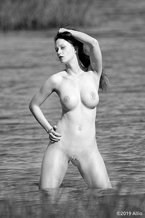 Allio merita bodyfreedom photomodel Serenity Dalys nude muse knee-deep Gulf of Mexico