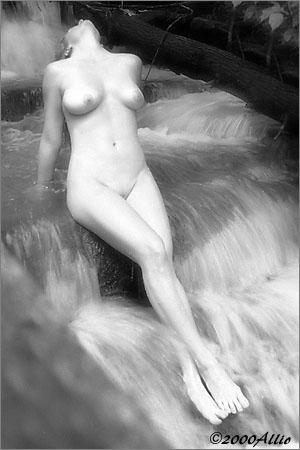 Allio acqua che scorre veloce original visual art of wet nude muse Patti Smith
